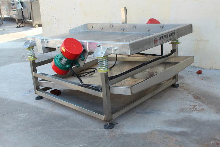 Vibratory oil removal machine